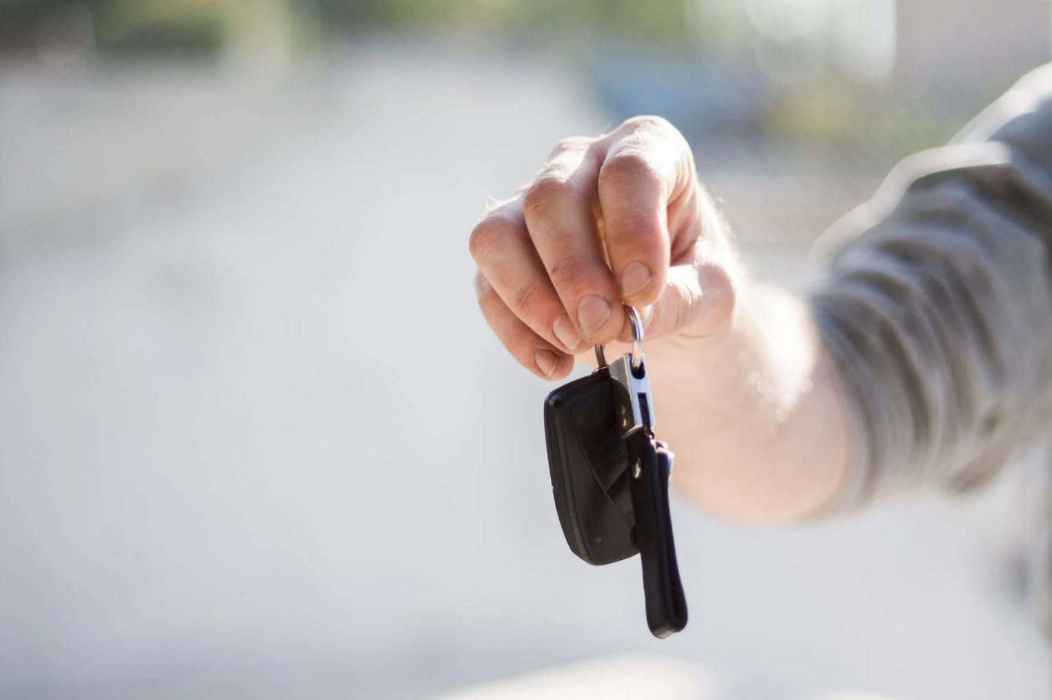 Image of a person holding car keys.